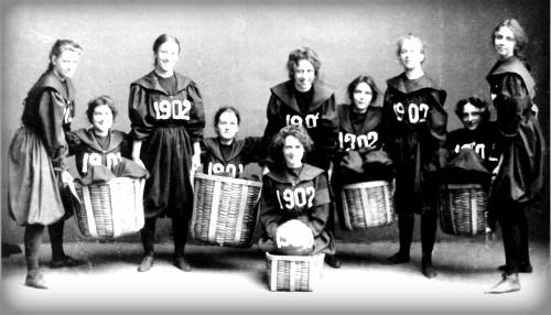 Smith College Class, 1902. Image: Wikipedia.