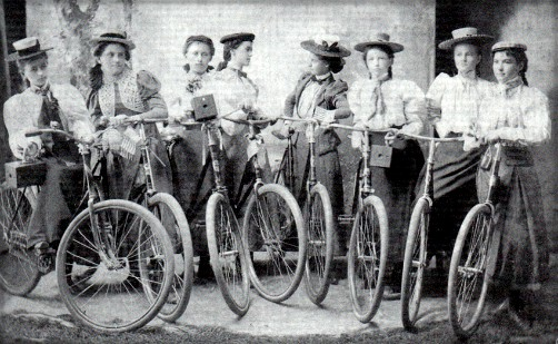 Ladies Camera-Cycling Club, 1899. Image: OldBike.eu.