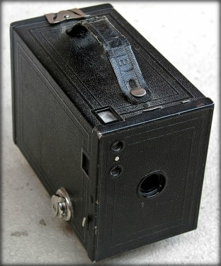 Eastman Kodak, Brownie 2; circa 1900. Image: Xauxa via Wikipedia.