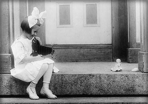 Kodak Girls, 1917. Image: Library of Congress.