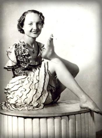 Armless Wonder, Frances O'connor, 1914-1962. Image: Wikimedia.