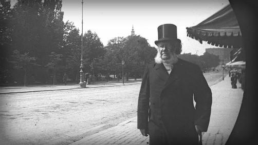 Victorian Era Spy Camera: Carl Stormer photo., c.1893, Henrik Ibsen. Image: wiki-visually.