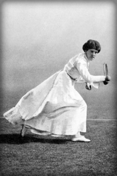 Early Tennis Fashion: Dorothea Douglass, 1903. Image: Wikipedia.