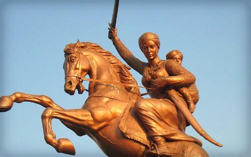 Laxmibai's Statue In Solapur. Image: Wikipedia.