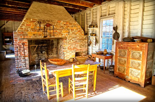 Sommer Set Plantation, Slave Kitchen, National Register of Historic Places. Image: Wikipedia.