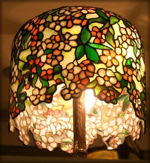 Apple Blossom Table lamp c.1900-1906. Image: New-York Historical Society/Wikipedia.