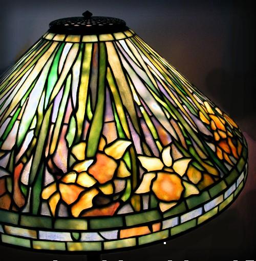 Daffodil Lamp, 1899-1920. Image: Telome4/Wikipedia.