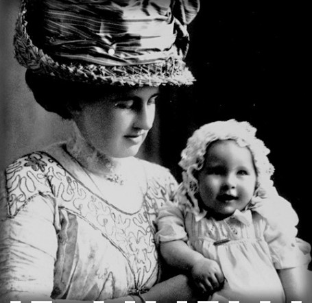 Victorian Mother and Baby, c late 1800s to early 1900s. Image: Vintag.es.