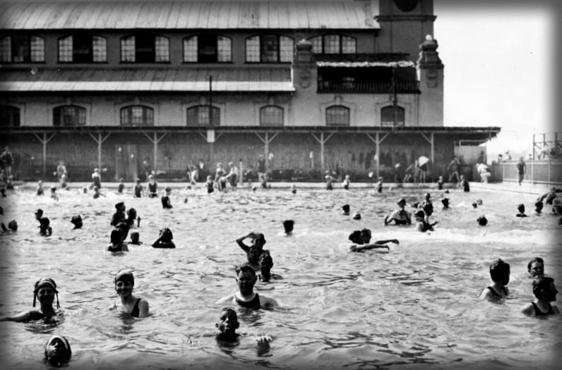 Coronado Tent City Pool, c.1900. Image: Coronado Public Library.