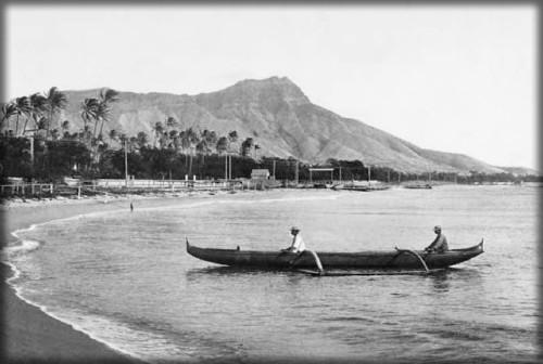 Vintage Canoe Photo, Hawaii. Image: Library of Congress.