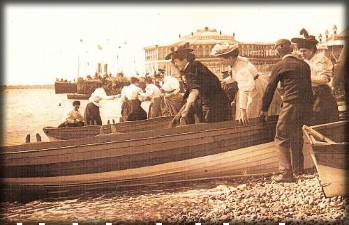 Beach Goers, c. late 1890s, early 1900s. Image: Wikipedia.