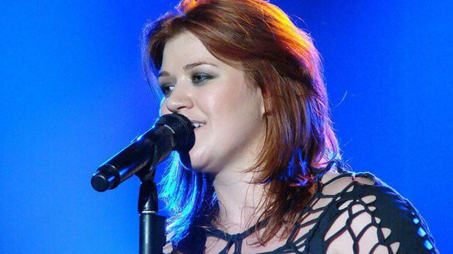 Kelly-clarkson-takes-song-requests-on-twitter-648f925c24