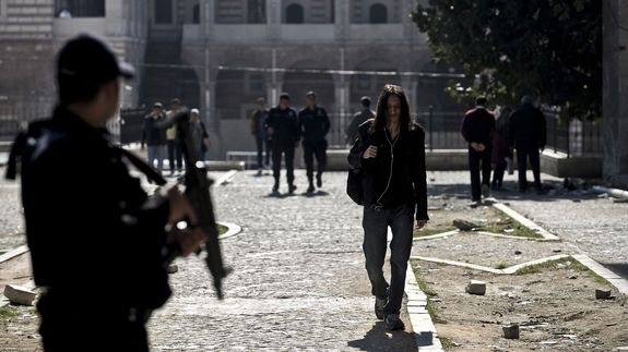 Istanbul-student-riot-police