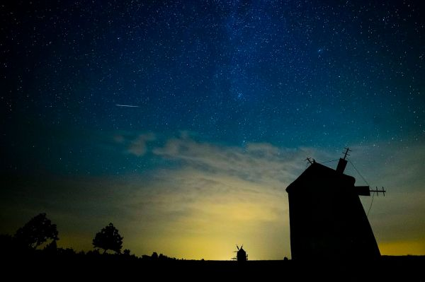 Dazzling photos capture shooting stars during Perseid