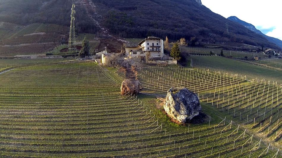 Giant-boulder-italy-1