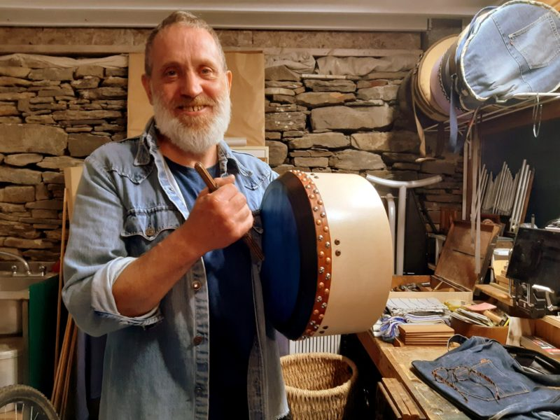 Ben March fabricant de bodhrans en Irlande