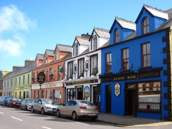 Village coloré nord Kerry Irlande