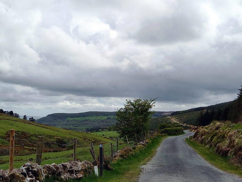 Route de montagne en Irlande