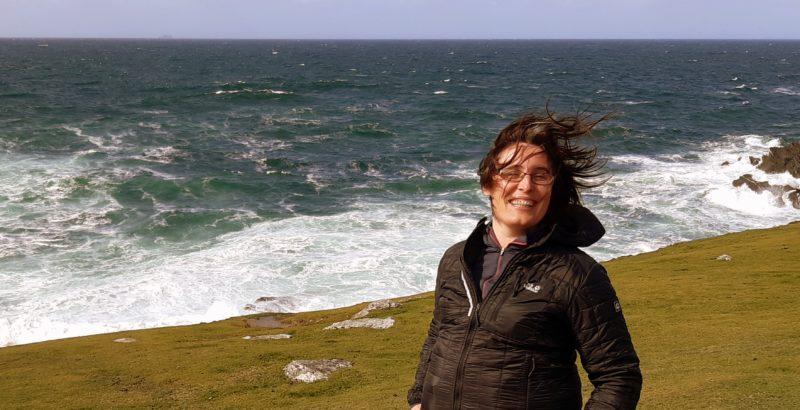 en Irlande sur la cote atlantique cheveux au vent