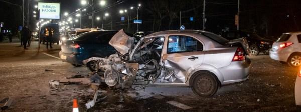 ДТП в Киеве 171Шевроле187 протаранил две машины маршрутку и