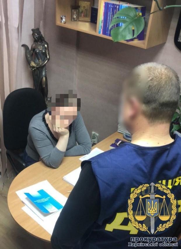 На Харківщині помічниця судді погоріла на хабарі. Фото: прокуратура області