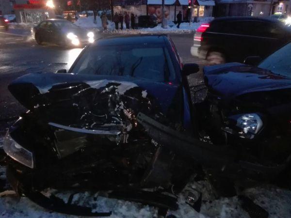 Працівник міліції врізався у автомобіль з бійцями сил АТО ...