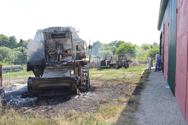 На Уманщині невідомі спалили техніку приватного сільськогосподарського підприємства