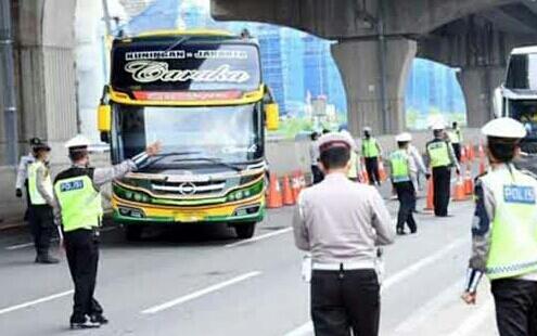 Masih Ada Nekat Mudik, Polisi Pergoki Pemudik Bersembunyi di Toilet Bus