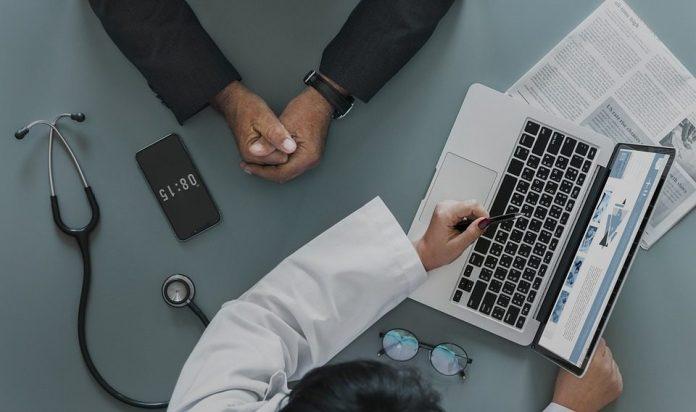 A mídia, com uma frequência alarmante, tem publicado casos envolvendo vazamento de dados, inclusive no setor de saúde, no Brasil e no mundo. Imagem: Pixabay
