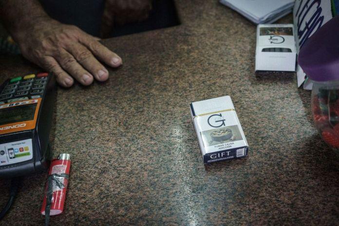 Os cigarros de presente encurralaram o mercado de tabaco contrabandeado em Itaboraí. Fotografia: EVGENY MAKAROV / BLOOMBERG