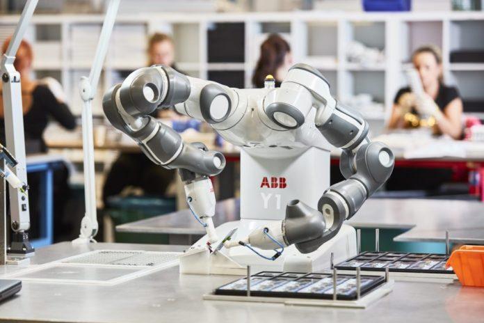 O robô móvel e autônomo YuMi será projetado para trabalhar ao lado de equipes médicas e de laboratório. Foto: ABB