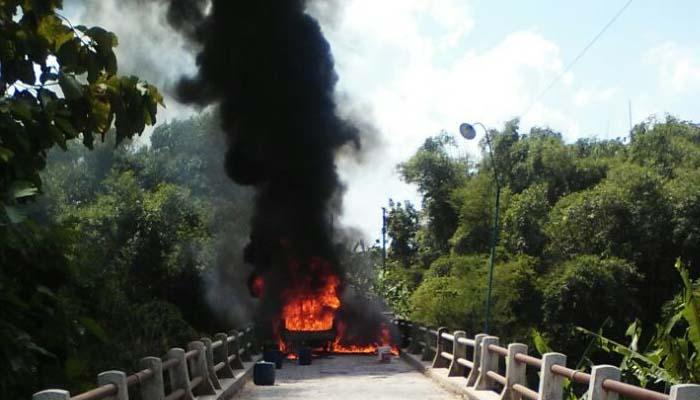 Pengangkut BBM Proyek Pipa Gas Terbakar