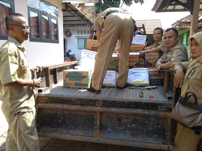 ASN Kecamatan Bojong bantu Korban Rob