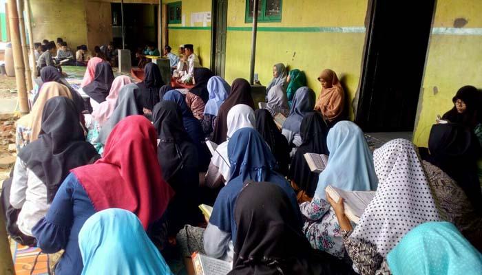 Ramadan, Siswa Bermukim di Pesantren