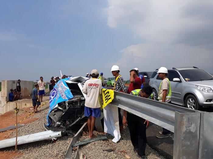 Mobil Kecelakaan Tol Fungsional