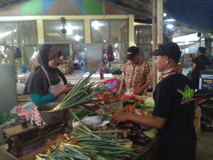 Penjual Sayuran di Pasar Grogolan