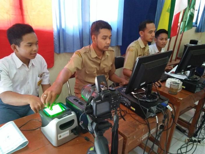Jemput Bola, Siswa Rekam E-KTP di Sekolah