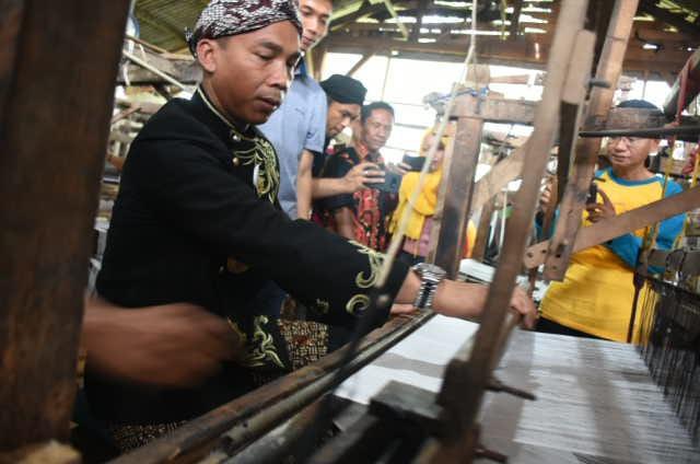 Keren, Tenun Cepagan Moncer hingga Bali dan Lombok
