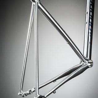 Speed Save Mikrofederung, maximaler Komfort bei hoher Traktion, das spezielle Rahmendesign fängt Stöße ab