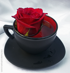 red-rose-in-black-tea-cup