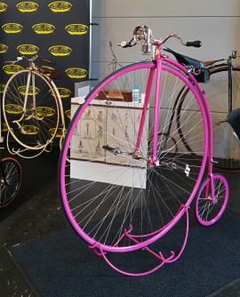 Die Hochräder in knalligen Farben zogen die Aufmerksamkeit auf sich.