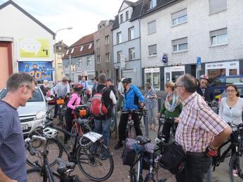 Wir haben einen Stop in Birkesdorf eingelegt, um die neue Gestaltung der Zollhausstraße zu diskutieren.