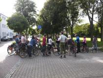 Eines der Schilder, die noch weg müssen. Die Radwegebenutzungspflicht ist von gestern. Hier haben RadlerInnen ein Recht auf die Fahrbahn! (Erläuterungen zur Verkehrssituation in Birkesdorf durch Georg Schmitz) Foto