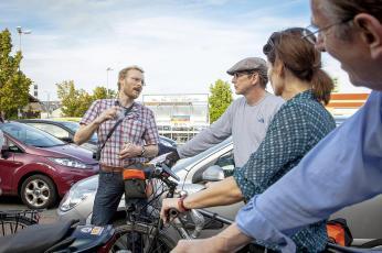 Jens Veith macht Werbung für seinen Blog, in dem er seit dem Frühjahr 2012 über das Radfahren in Düren schreibt.