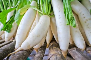 Daikon radish for yin deficiency and to treat a fever naturally