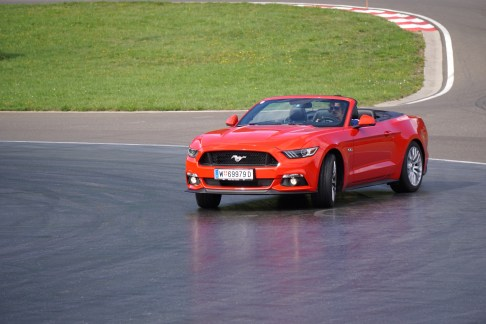 ford-mustang-cabrio - 9