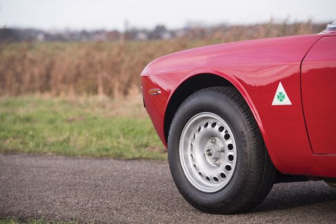 1965-alfa-romeo-giulia-sprint-gta-by-bertone-2