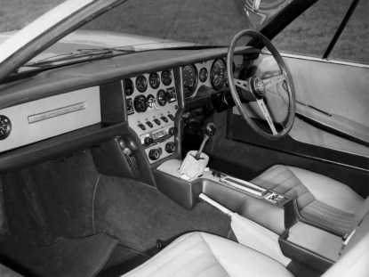 1967-Bertone-Jaguar-Pirana-Interior-01
