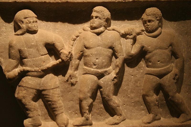 Schiavi barbari incatenati a file per il collo. Marmo proveniente dalla Turchia, 200 dC, circa.