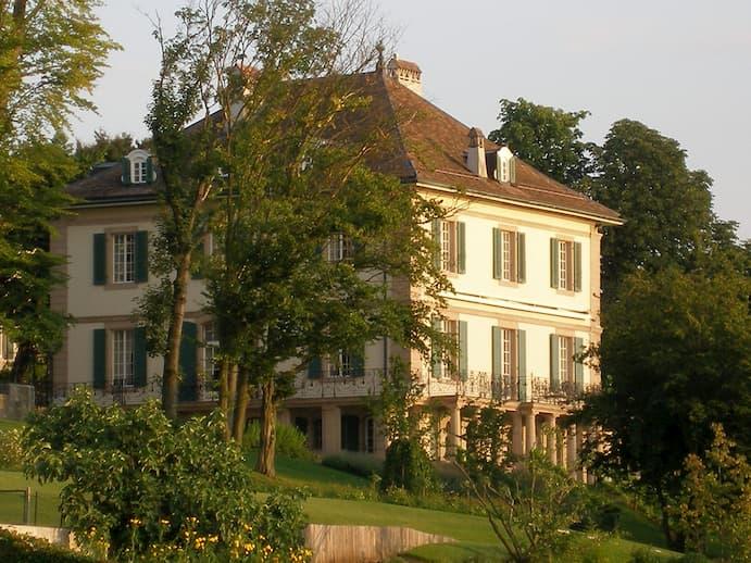 La villa Diodati di Cologny, sul lago di Ginevra. Immagine reperibile a questo link.